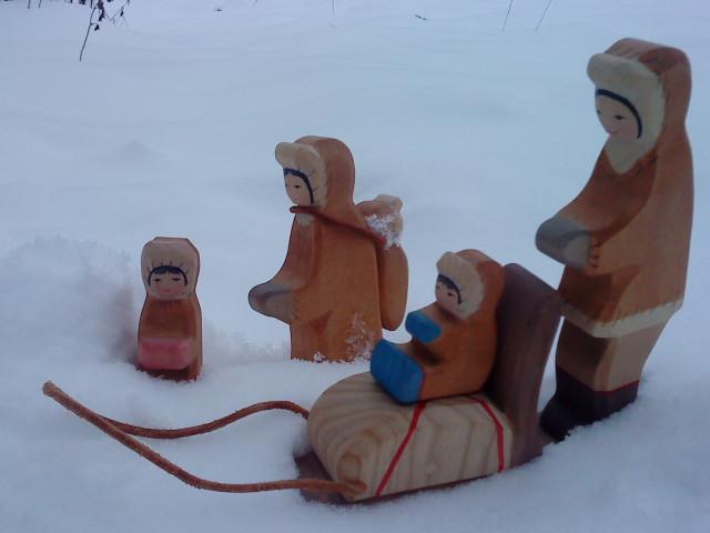 Eskimofamilie i sne