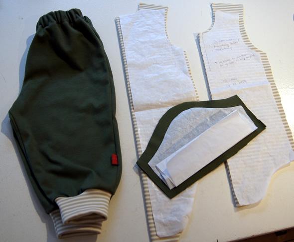 Mosgrønne bukser og klippet body